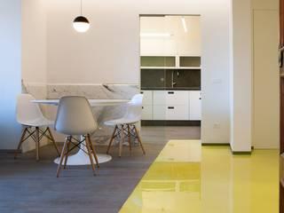 CASA SUL LITORALE [2015] Salle à manger moderne par na3 - studio di architettura Moderne