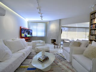 Salas de estar  por karen feldman arquitetos associados