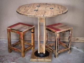 Table de bar et tabourets par Palettegraphik Industriel
