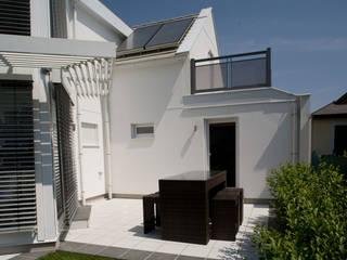 Modern Terrace by ELK Fertighaus GmbH Modern