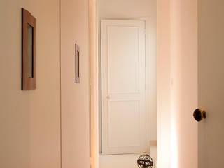 Modern corridor, hallway & stairs by ATELIER FB Modern