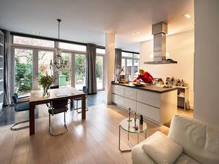 Cocinas de estilo moderno de De Werff Architectuur Moderno