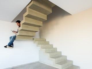 Casas Apareadas: Pasillos y recibidores de estilo  por Estudio A+3