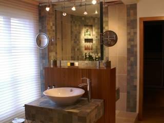 ATELIER FB Minimalist style bathrooms