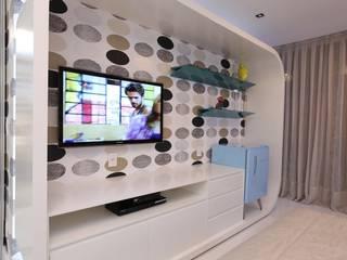 Dormitorios de estilo  de Rodrigo Maia Arquitetura + Design
