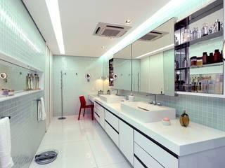 Projekty,  Łazienka zaprojektowane przez Rodrigo Maia Arquitetura + Design