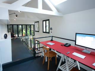 Ruang Studi/Kantor Modern Oleh ATELIER FB Modern