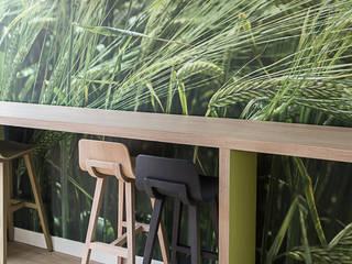 Détail du bench cafétéria niveau 1: Bureaux de style  par STUDIO NOA INTERIEURS