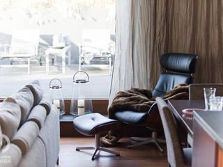 Salas de estilo moderno de Chałupko Design Moderno