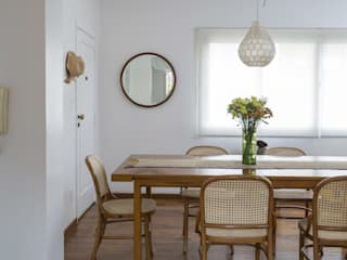 Dining room by Lucia Manzano, Modern