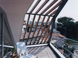 バルコニー モダンデザインの テラス の 一級建築士事務所 バサロ計画 モダン