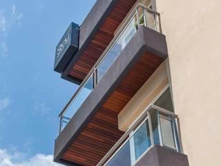 LLACAY arquitectos Modern houses