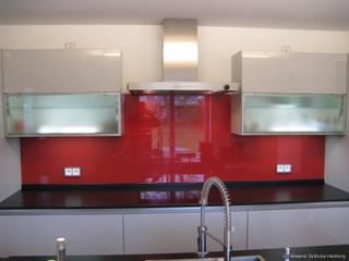 Glas Küchenrückwand mit Glaslack rot: moderne Küche von Glaserei Seibicke