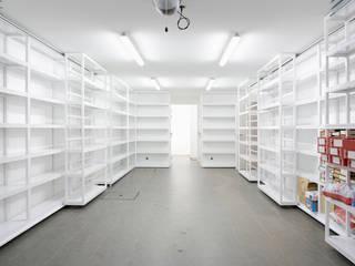 Modern garage/shed by Atelier do Corvo Modern