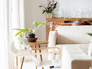 现代客厅設計點子、靈感 & 圖片 根據 mmagalhães estúdio 現代風
