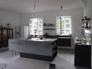 Betonowe wyspy kuchenne: styl , w kategorii  zaprojektowany przez Stańczyk Konstrukcje