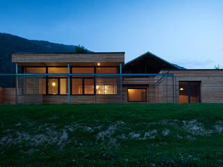 Casas modernas: Ideas, imágenes y decoración de pedit&partner architekten Moderno