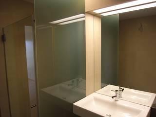 Baños de estilo  de AGUA-MESTRA, Lda;, Moderno