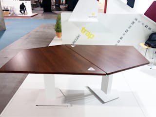 TRAP Table de KAMBIAM (NeuroDesign Furniture for People) Moderno