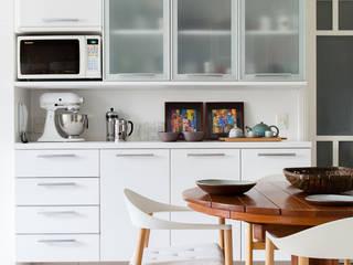 mmagalhães estúdio_Apartamento Parque: Cozinhas  por mmagalhães estúdio,Moderno