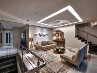 Casa Sobreposta: Salas de estar  por Lucia Navajas -Arquitetura & Interiores