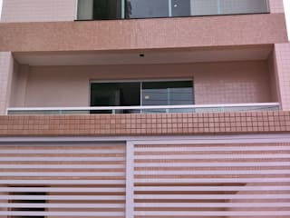 Casa Sobreposta: Casas  por Lucia Navajas -Arquitetura & Interiores