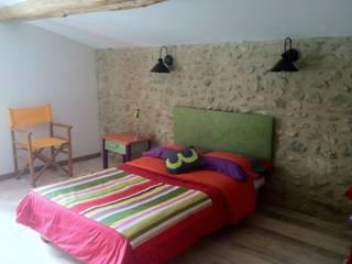 Un mas en Provence.: Chambre d'enfant de style  par LT Design Architecture,