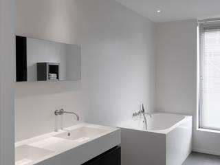 House TE Salle de bain moderne par CONIX RDBM Architects Moderne