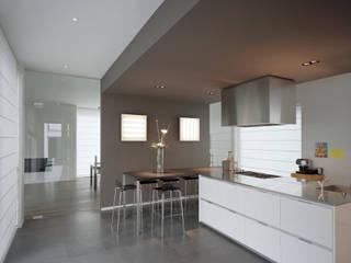 House TE Cuisine moderne par CONIX RDBM Architects Moderne