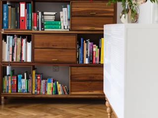 Modern Facade - Sideboard auf gedrechseltem Eichensockel:   von REBLAU Design