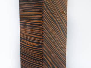 "Shoe cabinet ""TOTEM"" par Meble Autorskie Jurkowski Moderne"