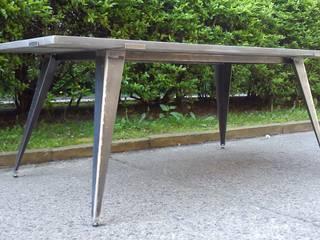 Esstische und Tischplatten aus Glasfaser - Beton: modern  von Betonwerkstatt,Modern