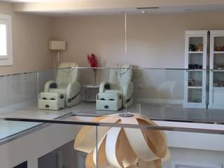 Sillón de masaje Smart III S en el Hotel Medinasalim:  de estilo  de Casada Health & Beauty