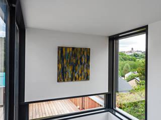 Hugues Tournier Architecte Minimalist corridor, hallway & stairs