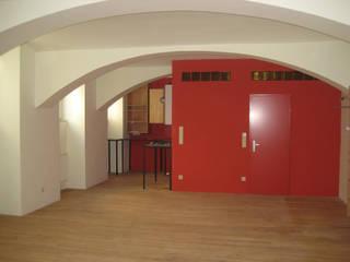 roter Kubus, Schrankraum und Bad/WC:  Arbeitszimmer von Salonparallel