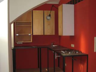 offene Küchenzeile:  Küche von Salonparallel