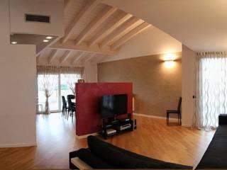 Casa a Verona: Soggiorno in stile in stile Moderno di Studio Martin ... non solo architetture