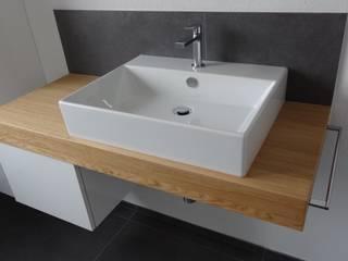 Badezimmer Modern Art: klassische Badezimmer von Lallerdesign
