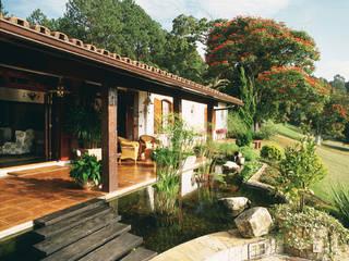 Jardin de style  par Eduardo Luppi Paisagismo Ltda., Rustique