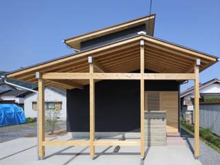 Casas de estilo ecléctico de 芦田成人建築設計事務所 Ecléctico
