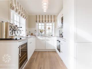 Nhà bếp by Home Staging Sylt GmbH