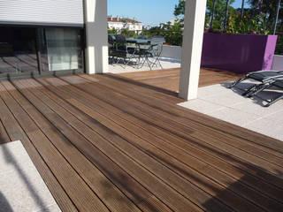 Balcones y terrazas modernos de Bambus Komfort Parkett Moderno