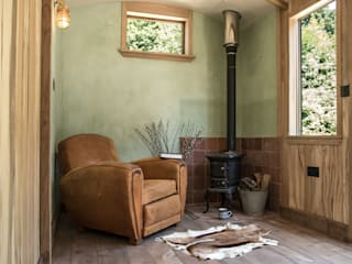 Railway Carriage Industrial style study/office by Mungo & Betsy Industrial