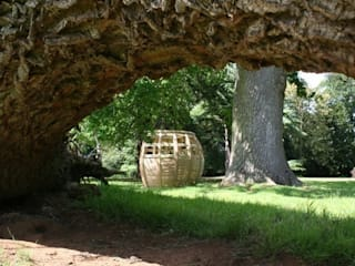 Curved Oak Pod Seat Country style garden by Mungo & Betsy Country