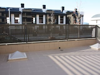 Moderner Balkon, Veranda & Terrasse von ERRASTI Modern