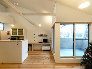 そらまどのいえ LDK: 【快適健康環境+Design】森建築設計が手掛けたダイニングです。