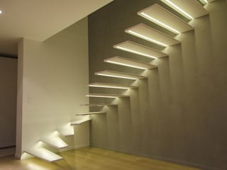 Escalier à console murale Couloir, entrée, escaliers modernes par METALLERIE SCHAFFNER Moderne