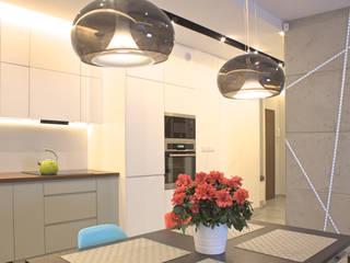 Mieszkanie 56 m² w Ząbkach pod Warszawą Nowoczesna jadalnia od Sceneria Nowoczesny
