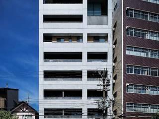 道路側外観: 松田靖弘建築設計室が手掛けた家です。