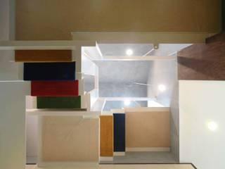 天女の羽衣階段見上げ: BANKnoteが手掛けた廊下 & 玄関です。